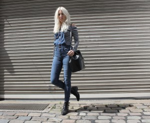 Latzjeans, Streifenshirt, Boots, Mansur Gavriel, off shoulder, Look, Outfit, Style, Fashion, Summer, Blog, stryleTZ