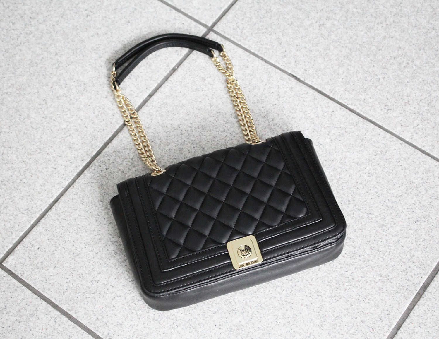 its not a boy bag love moschino tasche newin bloggerstyle style fashion  inspiration design blog fbc33b771dc