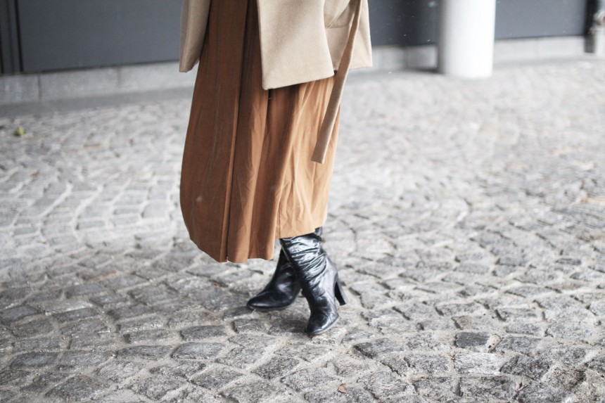 Beige, Cognac, Musswessels, Designer, Mantel, Dress, Boots, Stiefel, vintage, nude, Look, lotd, Outfit, ootd, Streetstyle, Stylediary, Winter, Fashion, Blog, stryleTZ