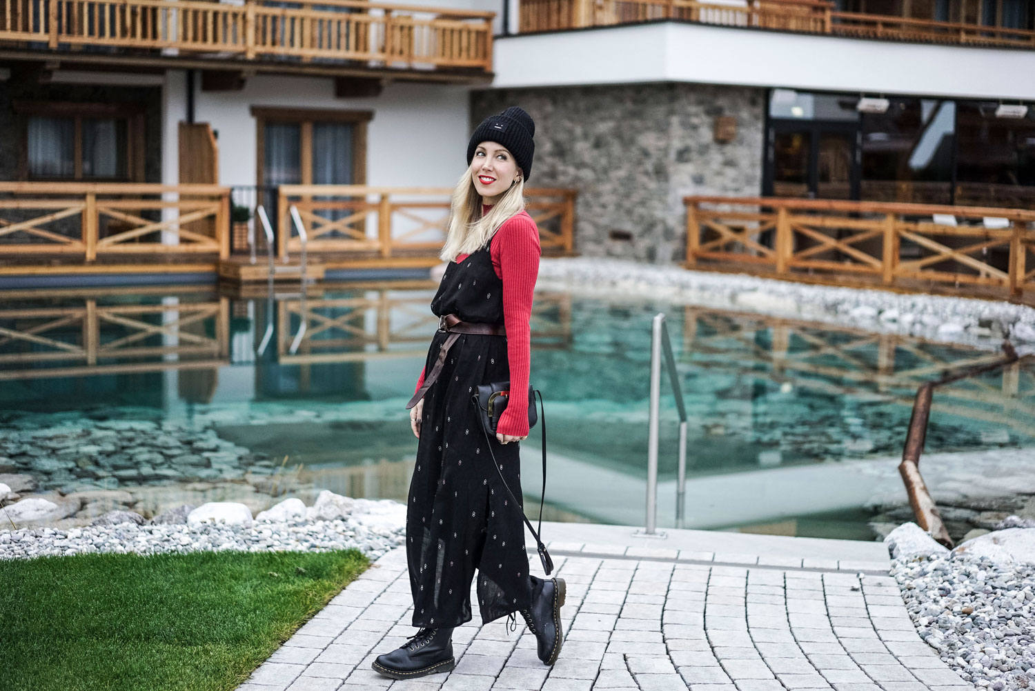 Armed Angels, Fair Fashion, Eco, Ethical, Red, Winter, Tirol, Kaiserlodge, Dr. Martens, Stella McCartney, Acne Studios, ootd, outfit, Look, lotd, Inspiration, Blog, stryleTZ
